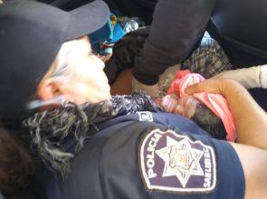 Atiende parto mujer policía