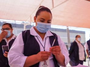 Vacunan a rezagados y embarazadas hoy